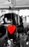 Accrocher rouge lumineux de coeur de valentines d'amour Photo libre de droits