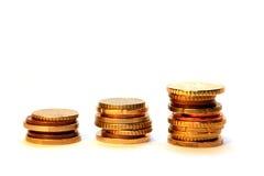 Accroissement d'argent cents billets d'un dollar s'élevant dans l'herbe verte Images libres de droits