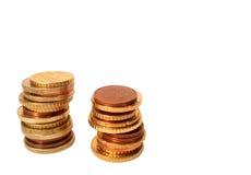 Accroissement d'argent cents billets d'un dollar s'élevant dans l'herbe verte Image libre de droits