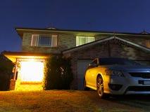 Accueil à la maison la nuit photographie stock libre de droits
