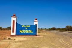 Accueil au panneau routier de Mariental entre Windhoek et Keetmanshoop en Namibie photo libre de droits