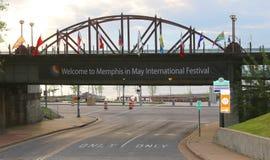 Accueil au signe international de festival de Memphis en mai Images libres de droits