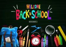 Accueil coloré de nouveau au message d'école dans la vue supérieure de tableau vert avec le sac à dos bleu illustration libre de droits