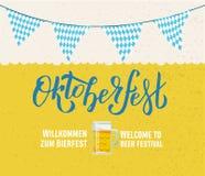 Accueil de Bierfest de zum de Willcommen au lettrage manuscrit d'Oktoberfest de festival de bière sur le fond texturisé de bière  illustration de vecteur