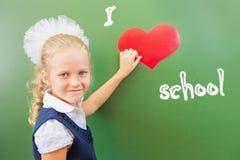 Accueil de nouveau à l'école avec amour de petite fille Images stock