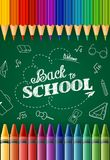 Accueil de nouveau à l'école avec les crayons et les crayons colorés illustration libre de droits