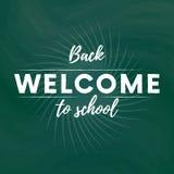 Accueil de nouveau à la bannière des textes d'école à l'arrière-plan vert de tableau noir avec l'étoile Vecteur illustration stock