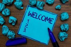 Accueil des textes d'écriture Concept signifiant la reconnaissance chaude de salutation pour quelqu'un imagination de papier cyan Photos stock