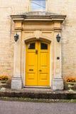Accueil jaune Images stock