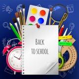 Accueil moderne de fond d'école de nouveau à l'école avec l'endroit pour votre texte et avec des approvisionnements Photographie stock