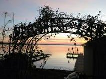 Accueil vers le lac image libre de droits