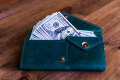 accumulatie Heel wat dollars in de groene beurs Stock Afbeeldingen