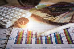 Accumulatie van toekomstige fondsen met de grafiek van de effectenbeursinformatie Stock Fotografie