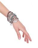 Accumulazione dei braccialetti sulla mano della donna Fotografia Stock Libera da Diritti