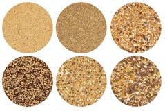 Accumulazione dei cereali su priorità bassa bianca Fotografie Stock