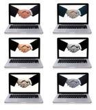 Accumulazione dei computer portatili con la stretta di mano di affari Immagini Stock Libere da Diritti