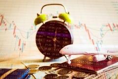 Accumulazione dei fondi di futuro con il grafico di informazioni del mercato azionario Fotografie Stock