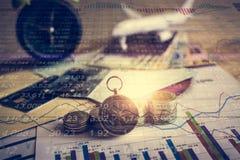 Accumulazione dei fondi di futuro con il grafico di informazioni del mercato azionario Immagine Stock Libera da Diritti