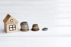 Accumulazione dei fondi per una nuova casa Fotografie Stock