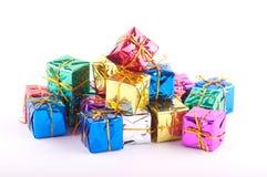 Accumulazione dei presente su bianco Fotografia Stock Libera da Diritti