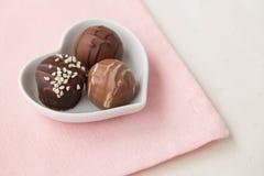 Accumulazione dei tartufi di cioccolato Fotografia Stock Libera da Diritti