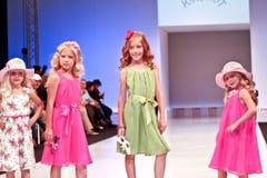 Accumulazione dei vestiti di Kinderit Fotografia Stock