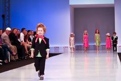 Accumulazione dei vestiti di Kinderit Fotografie Stock Libere da Diritti