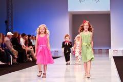 Accumulazione dei vestiti di Kinderit Immagine Stock Libera da Diritti