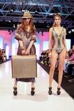 Accumulazione dei vestiti di Maryan Mehlhorn Fotografie Stock