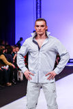 Accumulazione dei vestiti di Slava Zaitsev Immagini Stock