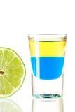 Accumulazione del cocktail del colpo: Tequila blu Immagine Stock Libera da Diritti