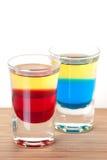 Accumulazione del cocktail del colpo: Tequila rosso e blu Immagini Stock Libere da Diritti