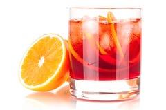 Accumulazione del cocktail dell'alcool - Negroni con l'arancio Immagini Stock