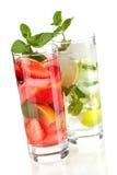 Accumulazione del cocktail: Fragola e mojito classico Fotografia Stock