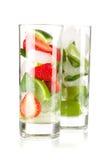 Accumulazione del cocktail: Fragola e mojito classico Fotografia Stock Libera da Diritti