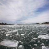 Accumulazione del ghiaccio del porto in grande Marais, Minnesota Immagini Stock