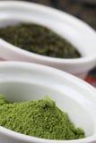 Accumulazione del tè - polvere del tè verde di matcha Fotografie Stock Libere da Diritti