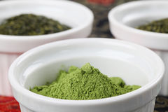 Accumulazione del tè - polvere del tè verde di matcha Fotografia Stock