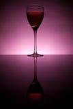 Accumulazione del vino - vino rosso in vetro Immagini Stock Libere da Diritti