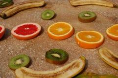Accumulazione della frutta con gli aranci e le banane Immagini Stock