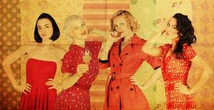 Accumulazione delle donne in vestito rosso Immagini Stock