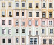 Accumulazione delle finestre da Telc, Repubblica ceca Fotografia Stock
