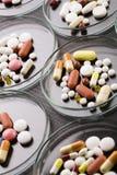 Accumulazione delle medicine - pillole Immagine Stock