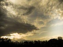 accumulazione delle nuvole nei bei precedenti del cielo Fotografia Stock Libera da Diritti
