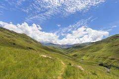 Accumulazione delle nuvole sopra la montagna Immagine Stock Libera da Diritti