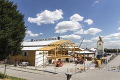 Accumulazione delle tende di Oktoberfest a Theresienwiese a Monaco di Baviera, 20 Immagine Stock Libera da Diritti