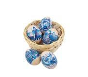 Accumulazione delle uova di Pasqua Sopra un bianco Fotografie Stock Libere da Diritti