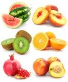 Accumulazione di frutta isolata su bianco Fotografia Stock