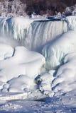 Accumulazione di ghiaccio del cascate del Niagara, un inverno di 2015 Immagini Stock