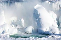 Accumulazione di ghiaccio del cascate del Niagara, un inverno di 2015 Immagine Stock